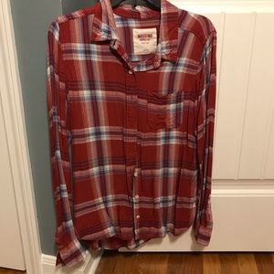Super comfy button up plaid shirt